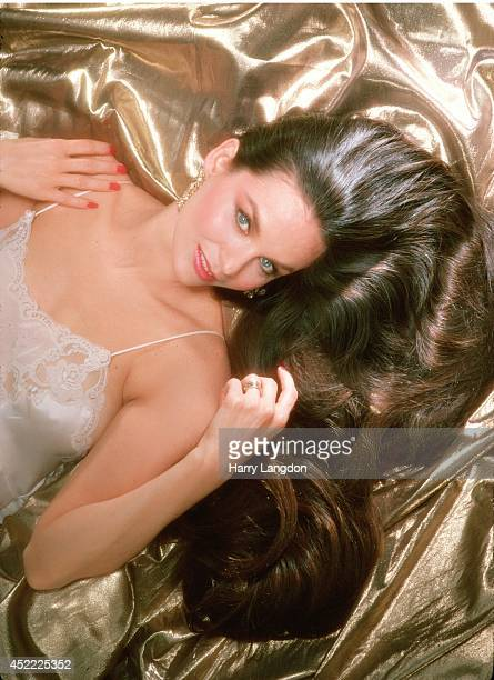 Crystal Gayle poses for a portrait in 1986 in Los Angeles California