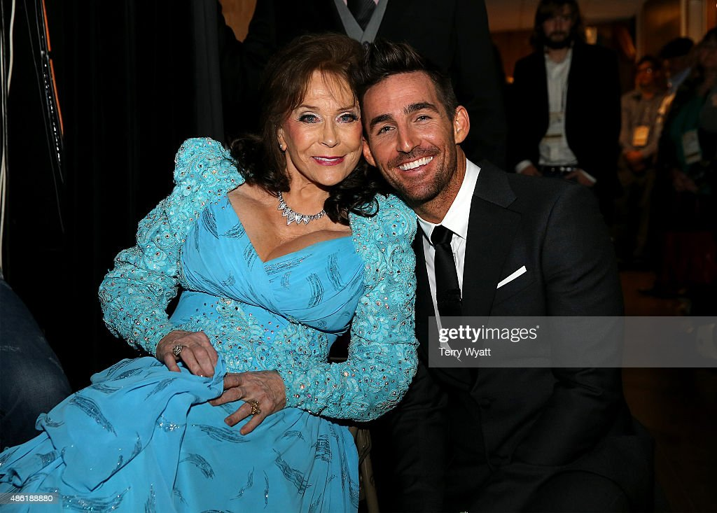 Crystal Milestone Award recipient Loretta Lynn and Jake Owen pose backstage during the 9th Annual ACM Honors at the Ryman Auditorium on September 1...