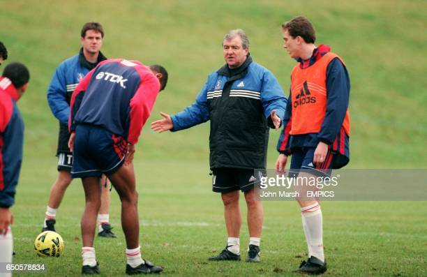 Crystal Palace manager Terry Venables explains his ideas to his players