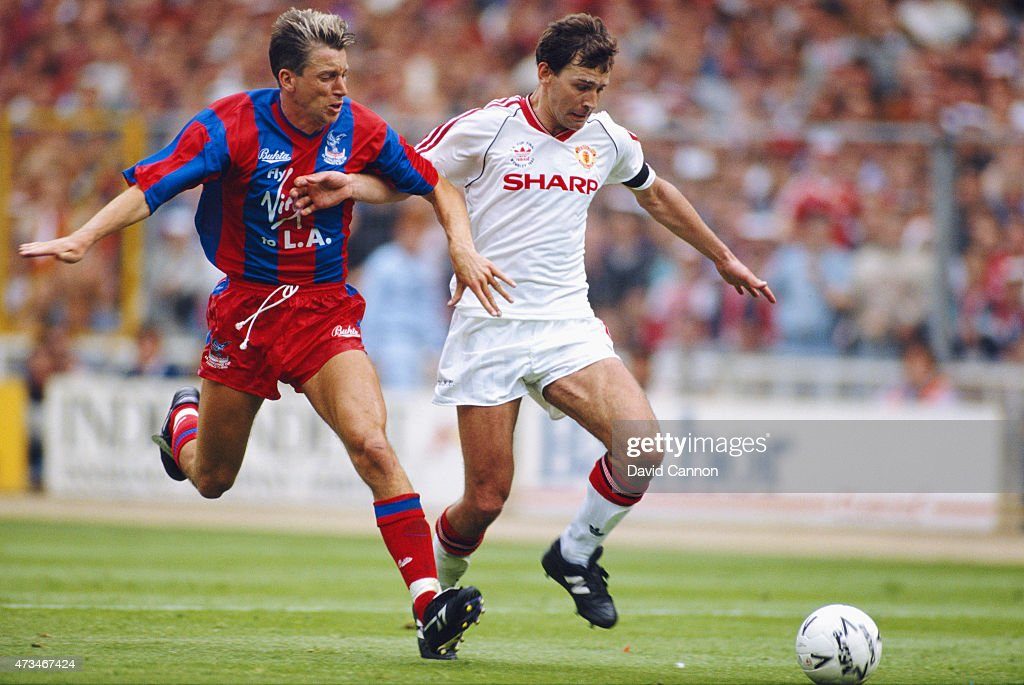 Crystal Palace player <a gi-track='captionPersonalityLinkClicked' href=/galleries/search?phrase=Alan+Pardew&family=editorial&specificpeople=171147 ng-click='$event.stopPropagation()'>Alan Pardew</a> (l) challenges <a gi-track='captionPersonalityLinkClicked' href=/galleries/search?phrase=Bryan+Robson&family=editorial&specificpeople=206232 ng-click='$event.stopPropagation()'>Bryan Robson</a> during the 1990 FA Cup final between Crystal Palace and Manchester United at Wembley Stadium on May 12, 1990 in London, England.