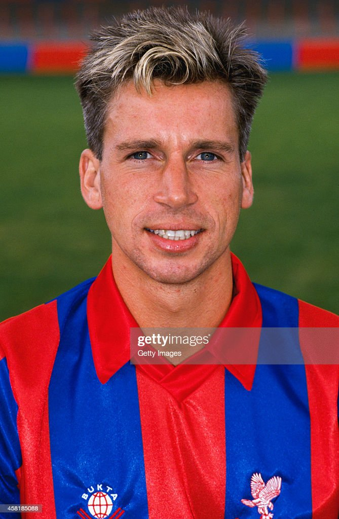 Crystal Palace player <a gi-track='captionPersonalityLinkClicked' href=/galleries/search?phrase=Alan+Pardew&family=editorial&specificpeople=171147 ng-click='$event.stopPropagation()'>Alan Pardew</a> pictured before the 1988/89 season at Selhurst Park, London.