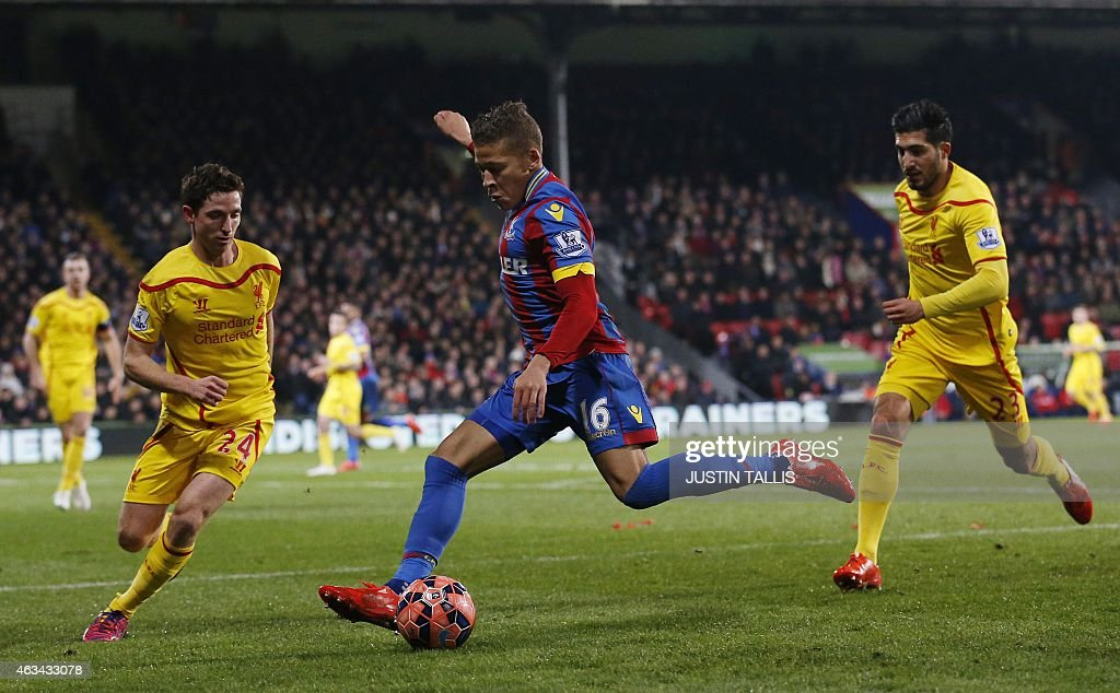 Crystal Palace's English striker Dwight Gayle crosses the ball between Liverpool's Welsh midfielder Joe Allen and Liverpool's German midfielder Emre...