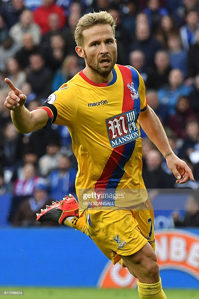 Crystal Palace's French midfielder Yohan Cabaye celebrates scoring their first goal during the English Premier League football match between Leicester City and Crystal Palace at King Power Stadium in Leicester, central England on October 22, 2016. / AFP / Ben STANSALL / RESTRICTED TO EDITORIAL USE. No use with unauthorized audio, video, data, fixture lists, club/league logos or 'live' services. Online in-match use limited to 75 images, no video emulation. No use in betting, games or single club/league/player publications. /