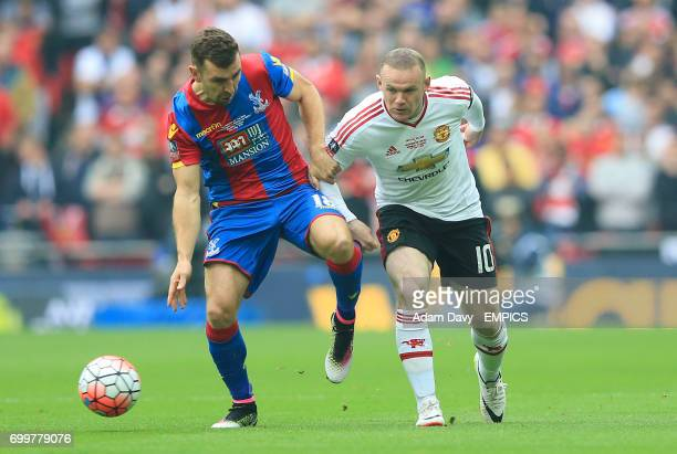 Crystal Palace's James McArthur and Manchester United's Wayne Rooney battle for the ball