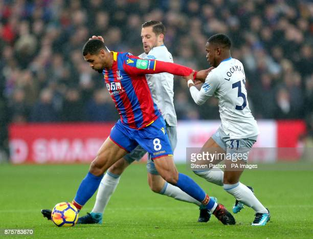 Crystal Palace's Ruben LoftusCheek and Everton's Gylfi Sigurdsson and Everton's Ademola Lookman battle for the ball during the Premier League match...