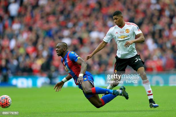 Crystal Palace's Yannick Bolasie and Manchester United's Marcus Rashford battle for the ball