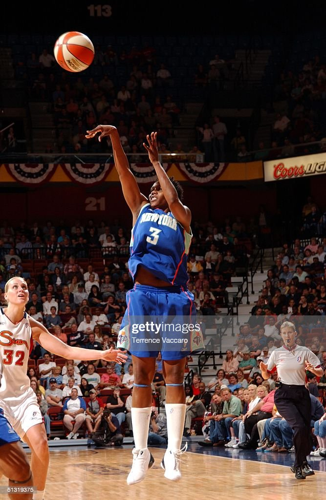 Crystal Robinson of the New York Liberty shoots against the Connecticut Sun at Mohegan Sun on September 17 2004 in Uncasville Connecticut NOTE TO...