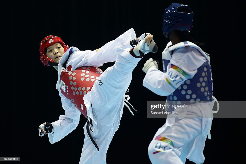 Crystal Weekes Gonzalez of Perto Rico and Li Chen of China compete in the taekwondo women 63kg quarter finals on day five of the Nanjing 2014 Summer...