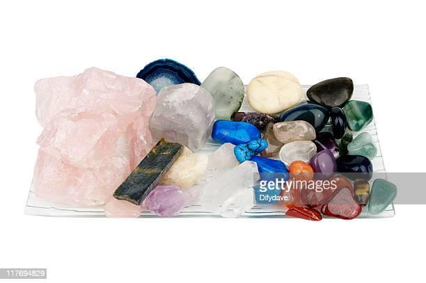 Kristalle In Schüssel isoliert auf weiss