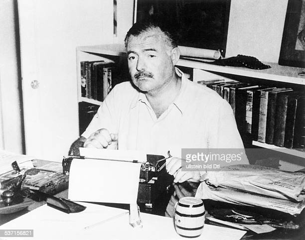 Cuba Ernest Hemingway Writer| USA Ernest Hemingway typewriting at his house in Cuba 1950ies