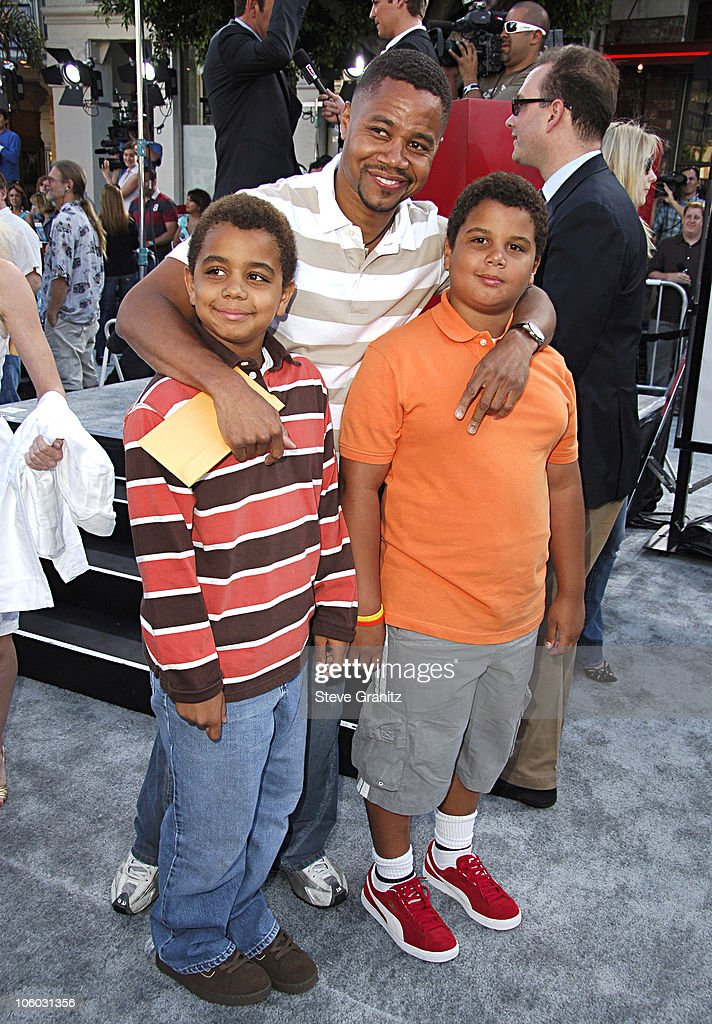 Cuba Gooding Jr and Kids during World Premiere of 'Superman Returns' Arrivals at Mann's Village and Bruin Theaters in Westwood California United...