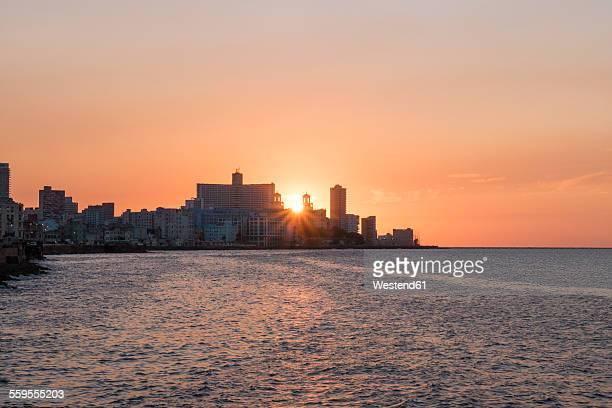 Cuba, Havana, sunset behind Hotel Nacional de Cuba