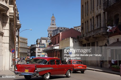 Cuba, Old american Cars in Habana going towards Edificio Bacardi
