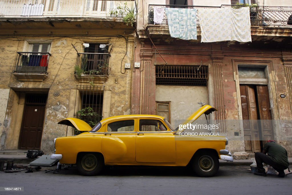A Cuban fixes his old 1954 Chevrolet in Havana 03 May 2007. The VI Hemispheric Summit Against Free Trade Agreement and for People Integration, starts on Thursday in the Cuban capital. AFP PHOTO Rodrigo ARANGUA / AFP PHOTO / Rodrigo ARANGUA