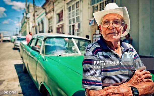 Kubanische Mann und sein Auto