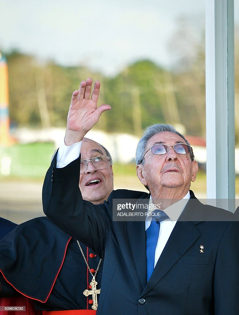 Cuban President Raul Castro (R) and Cuban Cardinal Jaime Ortega wave to Pope Francis at Jose Marti International Airport in Havana as his plane takes off for Mexico on February 12, 2016. Pope Francis and Russian Orthodox Patriarch Kirill kissed each other and sat down together Friday at Havana airport for the first meeting between their two branches of the church in nearly a thousand years. AFP PHOTO/ADALBERTO ROQUE / AFP / ADALBERTO ROQUE