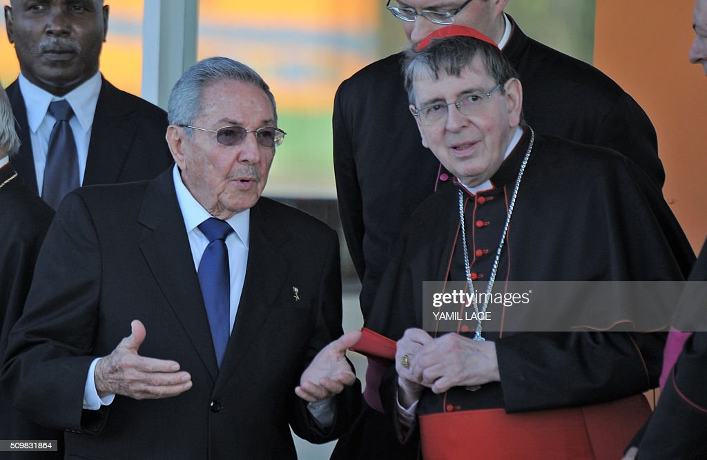 Cuban President Raul Castro (L) speaks with a representative of the Catholic church at Jose Marti International Airport in Havana upon Pope Francis' plane take off for Mexico on February 12, 2016. Pope Francis and Russian Orthodox Patriarch Kirill kissed each other and sat down together Friday at Havana airport for the first meeting between their two branches of the church in nearly a thousand years. AFP PHOTO/YAMIL LAGE / AFP / YAMIL LAGE