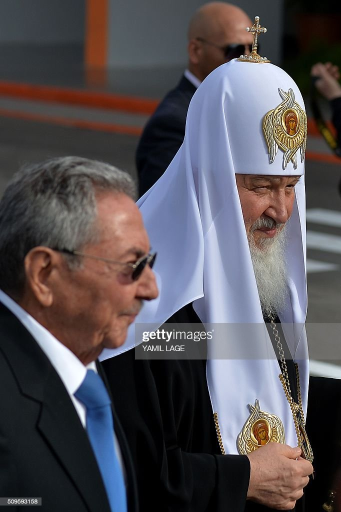 Cuban president Raul Castro (L) welcomes Patriarch of Moscow and All Russia and Primate of the Russian Orthodox Church, Kirill (R), upon his arrival at Jose Marti International airport in Havana, on February 11, 2016. Russian Patriarch Kirill arrives in Cuba for an official visit during which he will meet with Pope Francis, a dialogue that seeks rapprochement between the two churches. AFP PHOTO/YAMIL LAGE / AFP / YAMIL LAGE