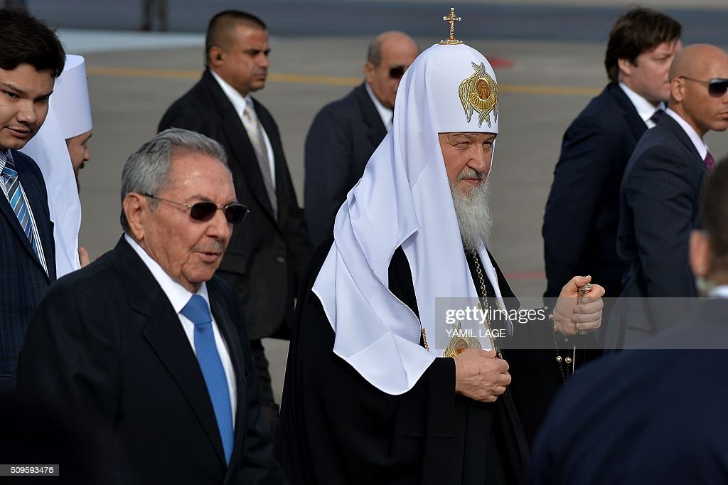 Cuban president Raul Castro (L) welcomes Patriarch of Moscow and All Russia and Primate of the Russian Orthodox Church, Kirill (C), upon his arrival at Jose Marti International airport in Havana, on February 11, 2016. Russian Patriarch Kirill arrives in Cuba for an official visit during which he will meet with Pope Francis, a dialogue that seeks rapprochement between the two churches. AFP PHOTO/YAMIL LAGE / AFP / YAMIL LAGE