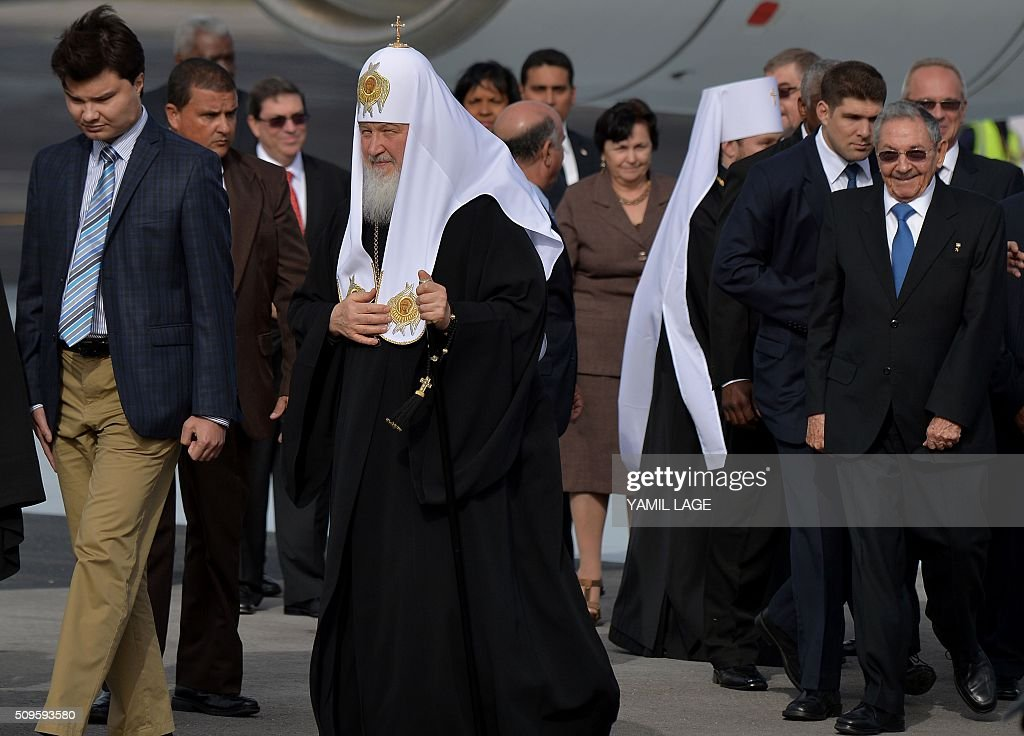 Cuban president Raul Castro (R) welcomes Patriarch of Moscow and All Russia and Primate of the Russian Orthodox Church, Kirill (C), upon his arrival at Jose Marti International airport in Havana, on February 11, 2016. Russian Patriarch Kirill arrives in Cuba for an official visit during which he will meet with Pope Francis, a dialogue that seeks rapprochement between the two churches. AFP PHOTO/YAMIL LAGE / AFP / YAMIL LAGE
