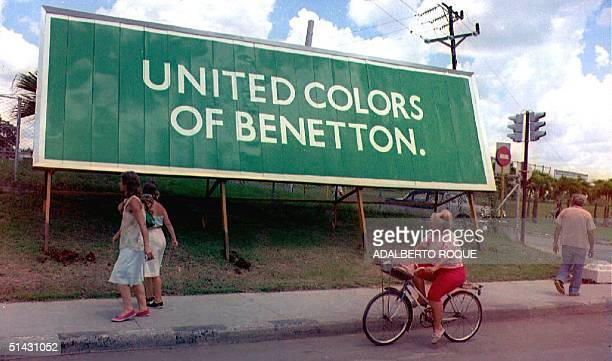 Cuban women on foot and on a bicycle look at the Benetton billboard near the Havana airport 26 August 1993 Mujeres cubanas a pie y en bicicleta...