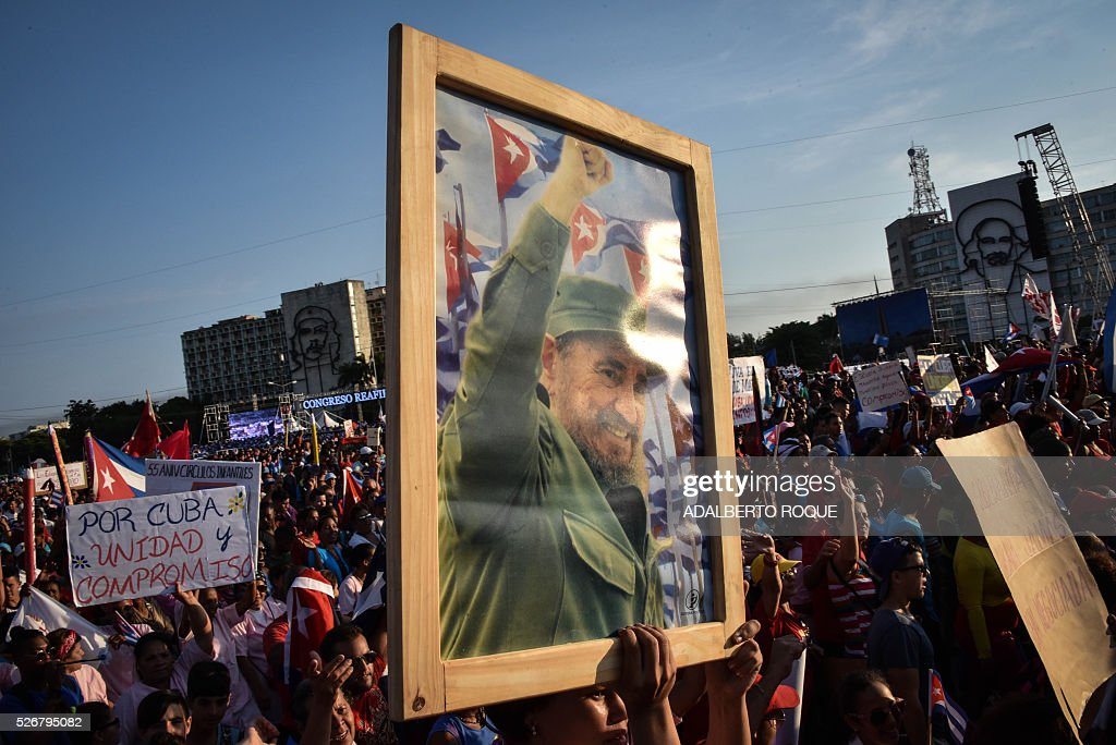 Cubans display a pictures of Cuban former president Fidel Castro during the May Day parade in Havana, on May 1, 2016. / AFP / ADALBERTO
