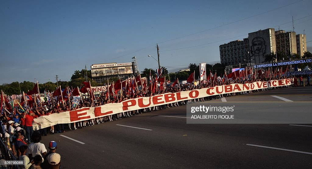 Cubans participate in the May Day parade in Havana, on May 1, 2016. / AFP / ADALBERTO
