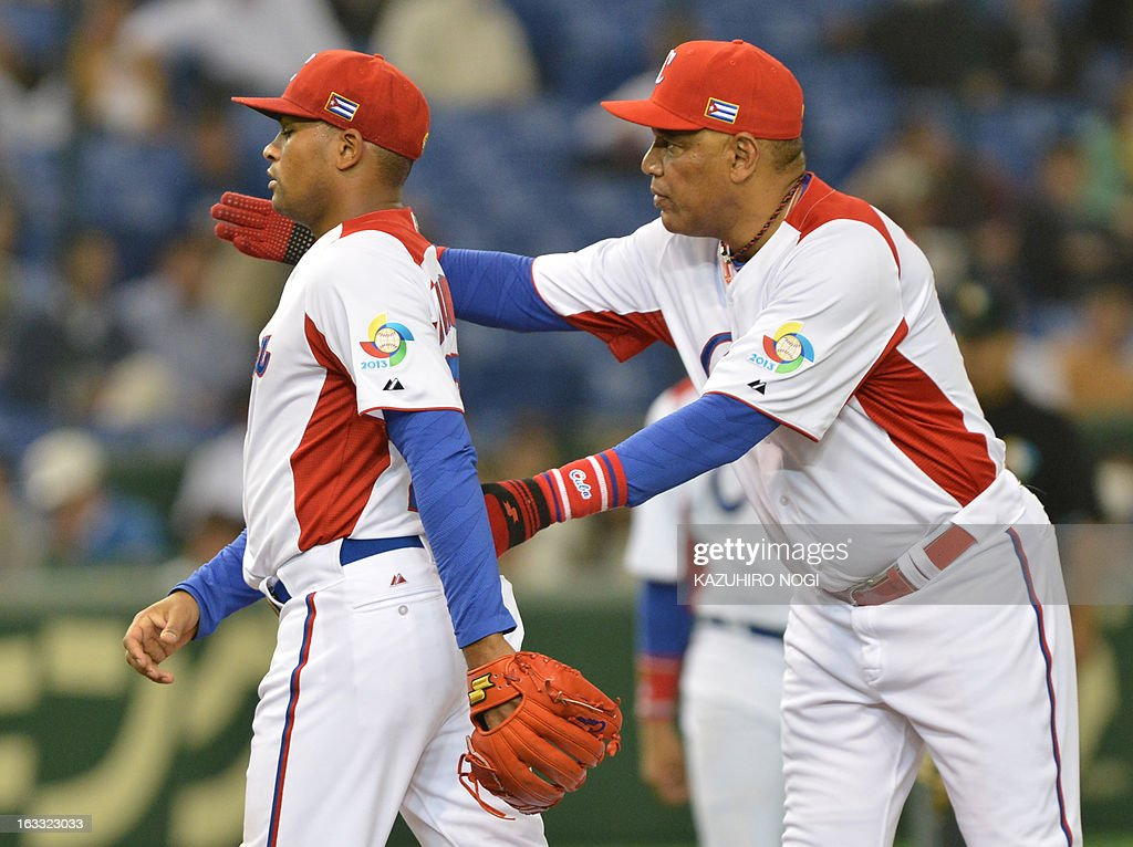 Cuba's mamager Victor Mesa (R) directs relief pitcher Freddy Alvarez (L) during the sixth inning of their second-round Pool 1 game against the Netherlands in the World Baseball Classic tournament at Tokyo Dome on March 8, 2013. Netherlans beat Cuba 6-2.
