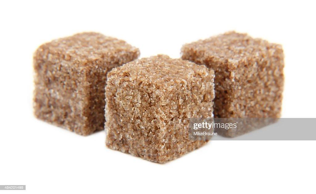 Cubos de azúcar y canela aislado : Foto de stock
