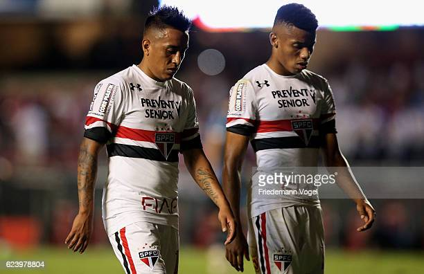 Cueva and David Neres of Sao Paulo walks of dejected after the match between Sao Paulo and Gremio for the Brazilian Series A 2016 at Morumbi Stadium...