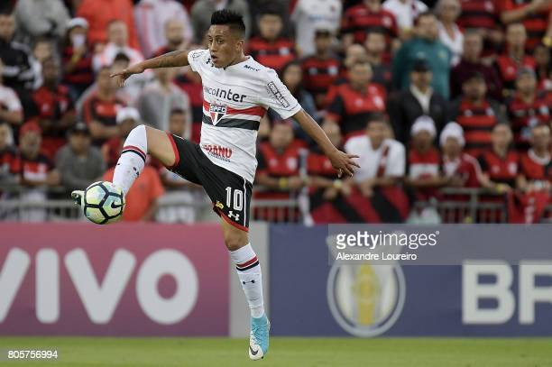 Cueva of Sao Paulo in action during the match between Flamengo and Sao Paulo as part of Brasileirao Series A 2017 at Ilha do Urubu Stadium on July...