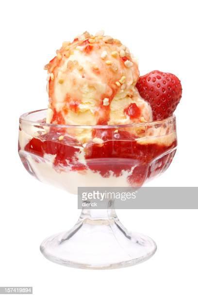 Kulinarische Bild von den Erdbeer Eisbecher