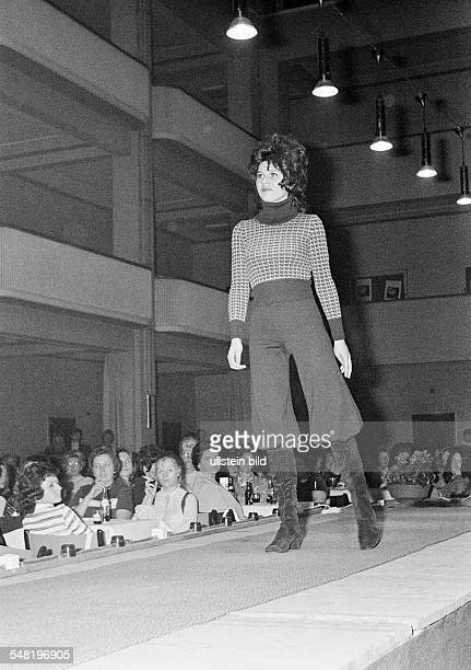 cultural event 1971 in the Lichthof of the trade school Bottrop fashion show Mannequin on the catwalk aged 20 to 25 years DBottrop Ruhr area North...