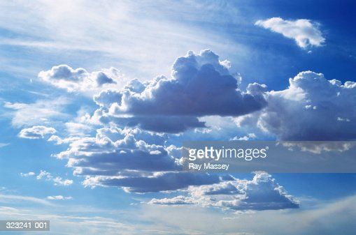 Cumulus and higher cirrus clouds : Bildbanksbilder