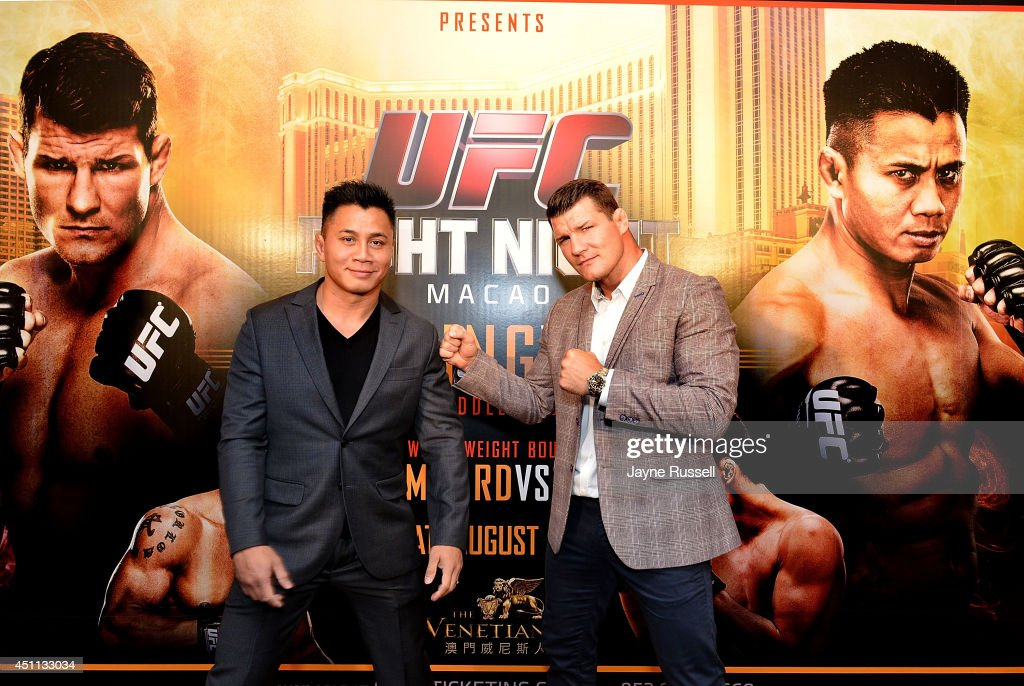 <a gi-track='captionPersonalityLinkClicked' href=/galleries/search?phrase=Cung+Le&family=editorial&specificpeople=5043457 ng-click='$event.stopPropagation()'>Cung Le</a> (L) with his opponenet <a gi-track='captionPersonalityLinkClicked' href=/galleries/search?phrase=Michael+Bisping&family=editorial&specificpeople=4165714 ng-click='$event.stopPropagation()'>Michael Bisping</a> (R) during the Macao UFC Fight Night Press Conference at the Four Season Hotel on June 24, 2014 in Hong Kong, Hong Kong.