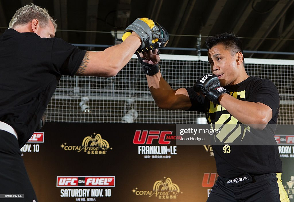 <a gi-track='captionPersonalityLinkClicked' href=/galleries/search?phrase=Cung+Le&family=editorial&specificpeople=5043457 ng-click='$event.stopPropagation()'>Cung Le</a> works out for media and fans during a UFC open workout session at Harbour City Mall on November 7, 2012 in Hong Kong, Hong Kong.