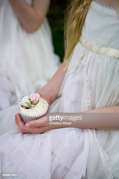 cup cake in hand