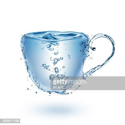 Taza hecho de agua Aislado en blanco : Foto de stock