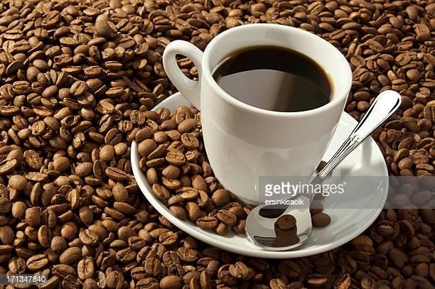 Taza de café y granos