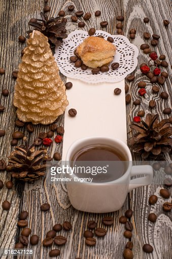 Cup of coffee, cookies, beans on wooden background. Template : Foto de stock