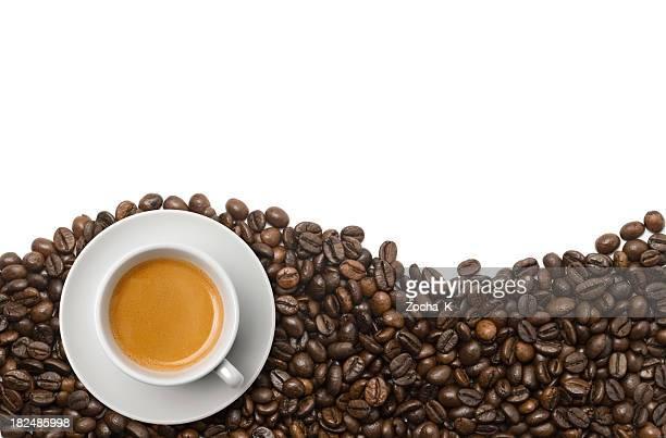 カップのコーヒー豆