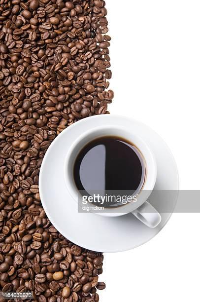 Tasse Kaffee mit Bohnen