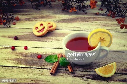 Xícara de chá e um Biscoito de Leitelho : Foto de stock