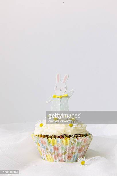 Cupcake decorated with daisies and an Easter bunny