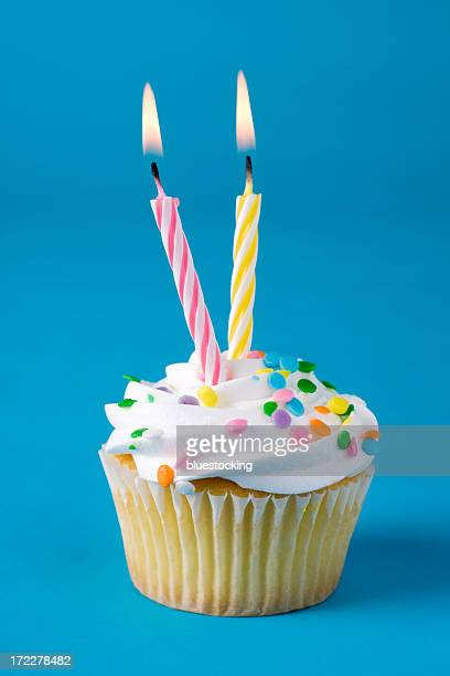 Cupcake mit zwei Kerzen