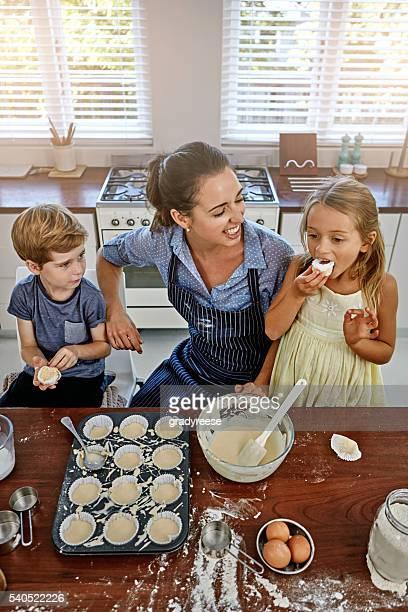 Cupcakes sind Liebe mit Zuckerguss auf der Oberseite