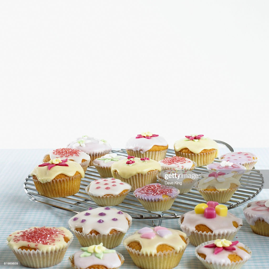 Cupcakes on a cooling rack : Stock Photo