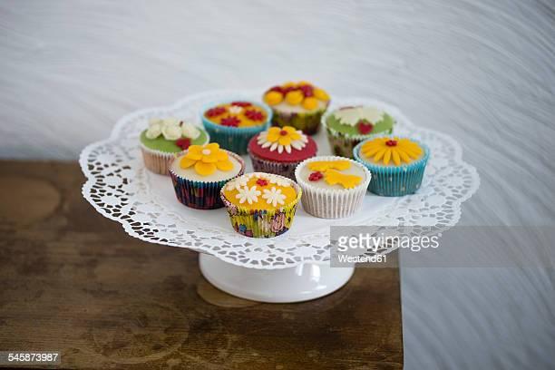 Cupcakes with marzipan fondant