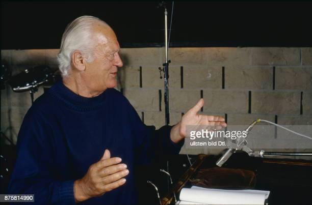 Curd Jürgens als Erzähler in der deutschen Fassung 'Krieg der Welten'Hörspiel