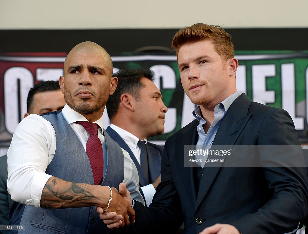 Current WBC champion Miguel Cotto (L) and contender Canelo Alvarez (R) pose after a news conference to announce their upcoming bout on August 24, 2015, in Los Angeles, California. The Middleweight World Championships will take place November 21 at the Mandalay Bay Events Center in Las Vegas, Nevada.